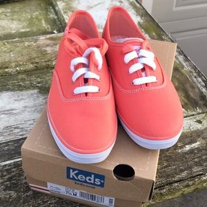 Keds Women's Tennis Shoes Coral Size 7.5 NWT